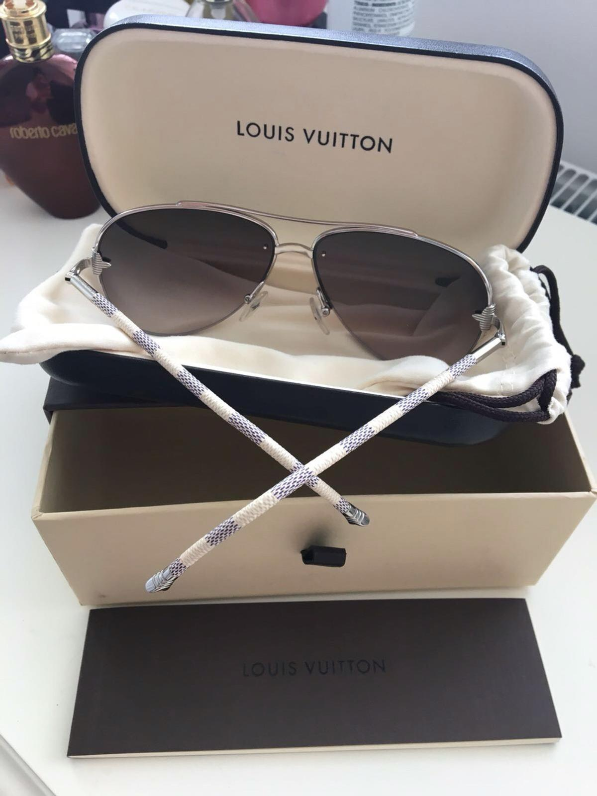 86a62cd9fcb97 Louis Vuitton PETITE VIOLA PILOTE sunglasses in KT1 East Molesey for ...