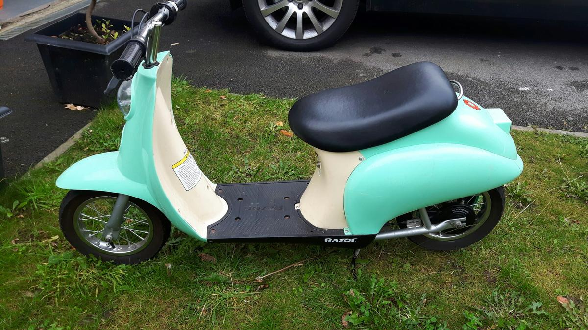 Razor pocket mod electric moped in WF3 Leeds for £40 00 for sale