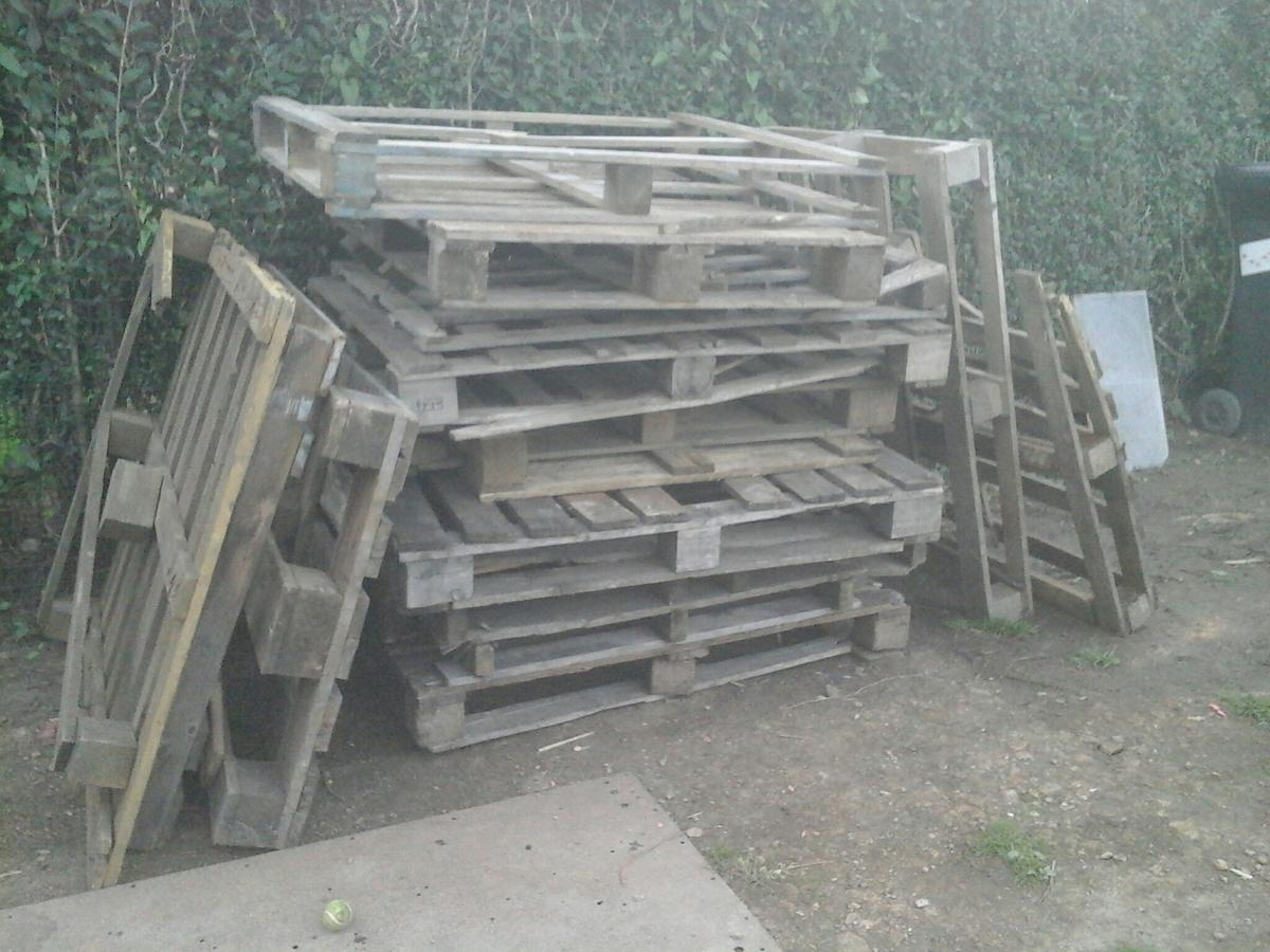 FREE wooden pallets in S13 Sheffield for free for sale ...