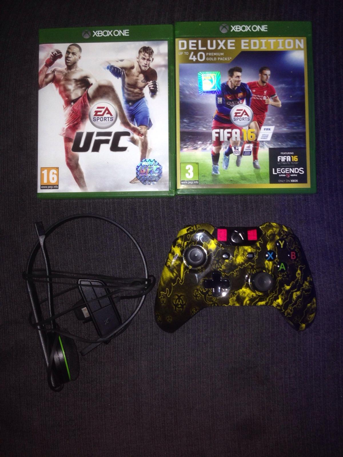 Xbox one games,mic and controller