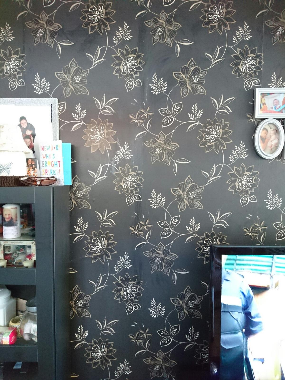 . B Q Black Gold Cream Floral wallpaper in DA14 Sidcup for  6 00 for