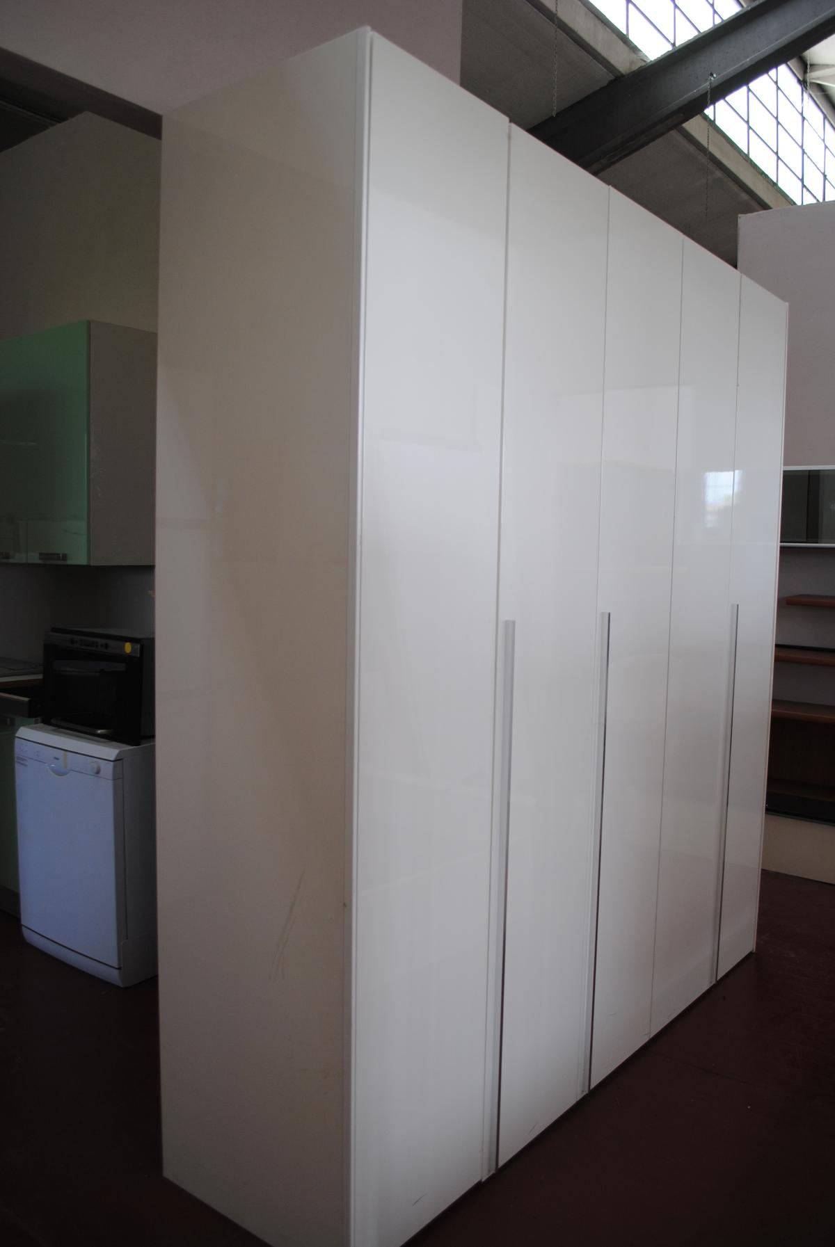 armadio laccato bianco in Milano for €150.00 for sale - Shpock