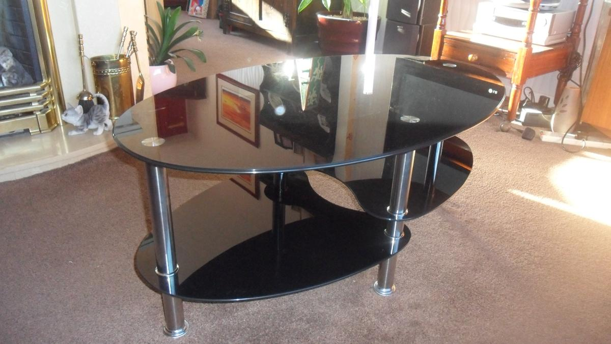 - Oval Coffee Table/TV/Video Unit (Black Glass) In Hyndburn Für 25