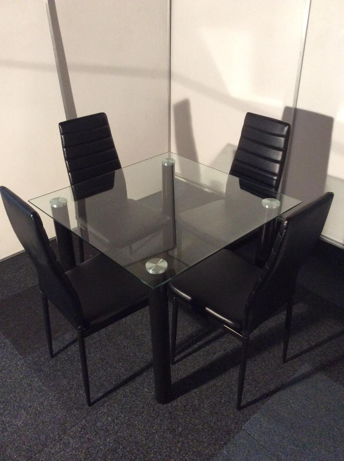 Modern Square Glass Dining Table And 4 Chairs In Wf16 Heckmondwike For 150 00 For Sale Shpock