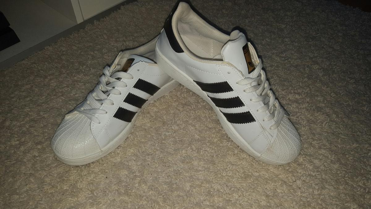 ADIDAS Superstars Gr.42 *Fake* in 51643 Gummersbach für € 25