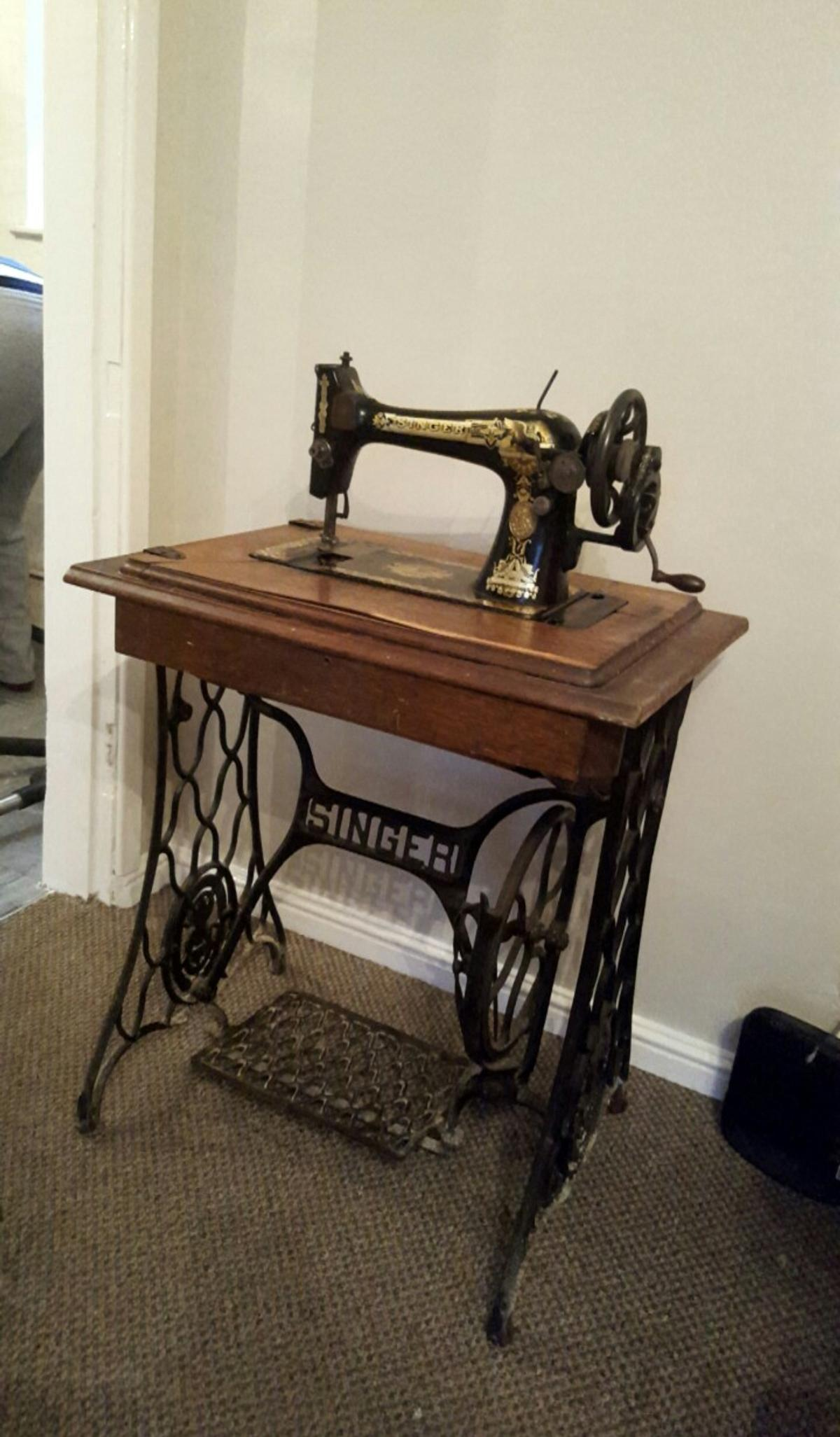 Delicieux Old Singer Sewing Machine Table