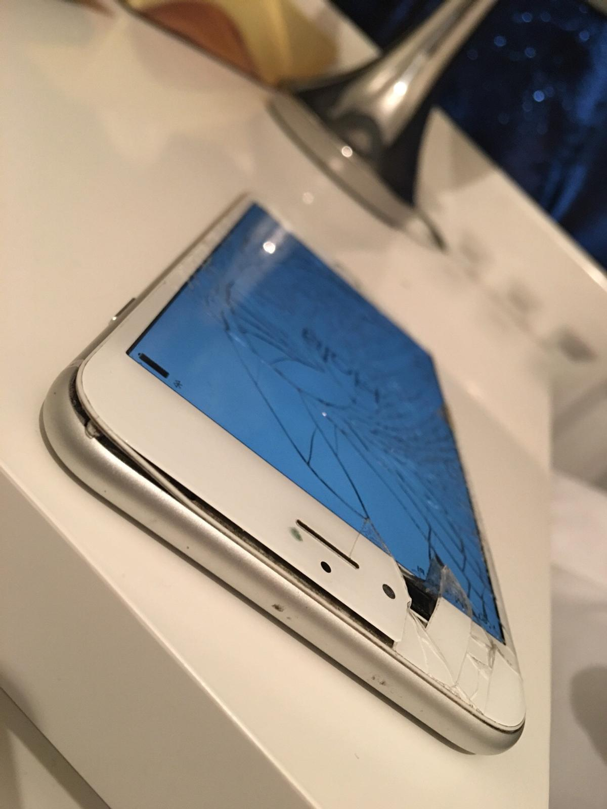 timeless design cf919 6db3c iPhone 6 Plus (Cracked Screen & Bent) in W3 London for £120.00 for ...