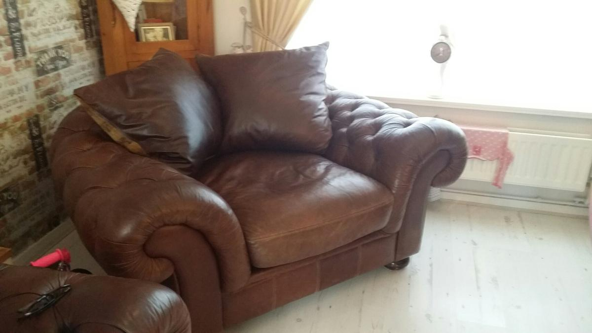 Chesterfield Sofa And Chair In Ch66 Port Fur 200 00 Zum