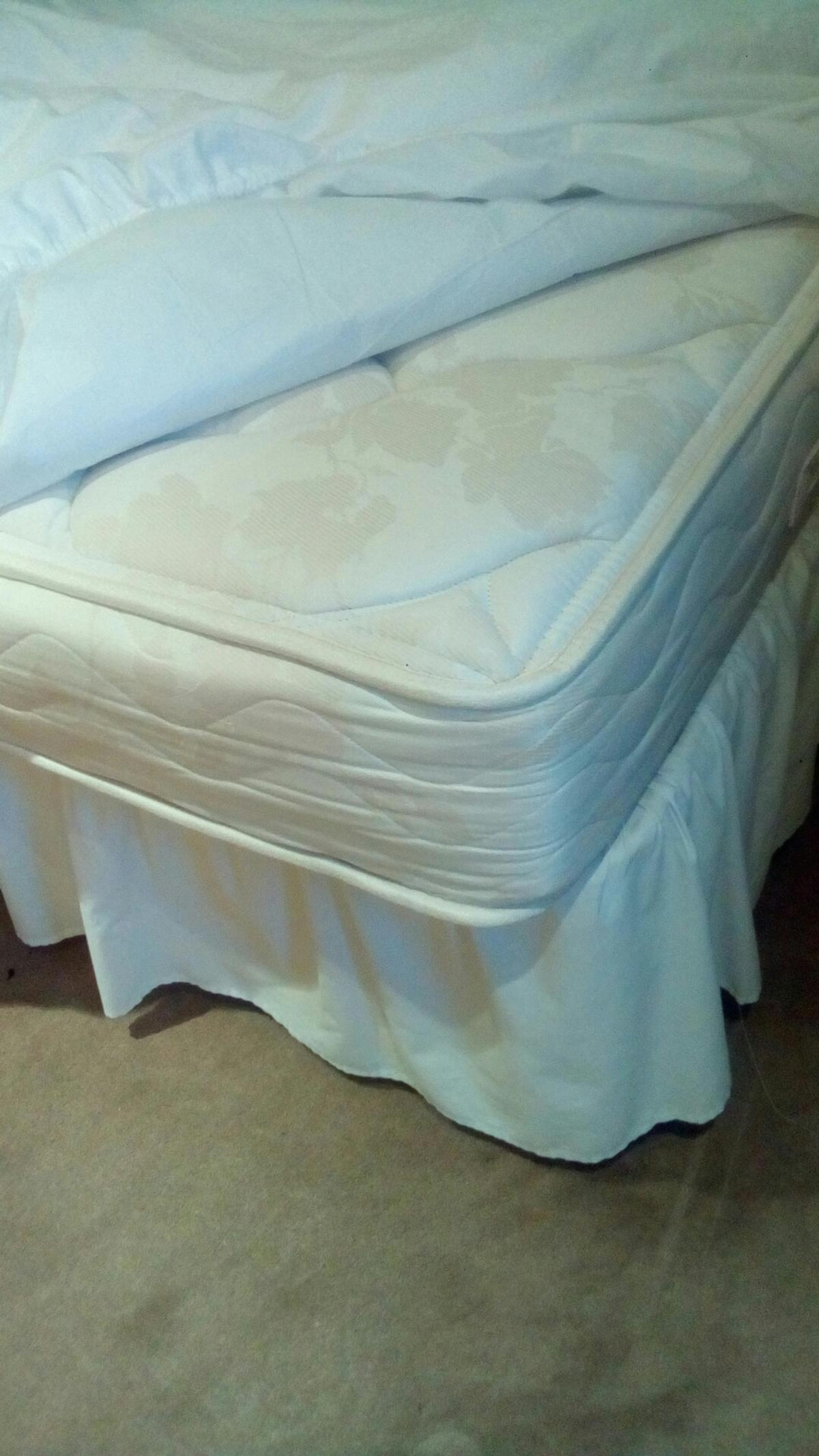 Single divan in good condition. Headboard included