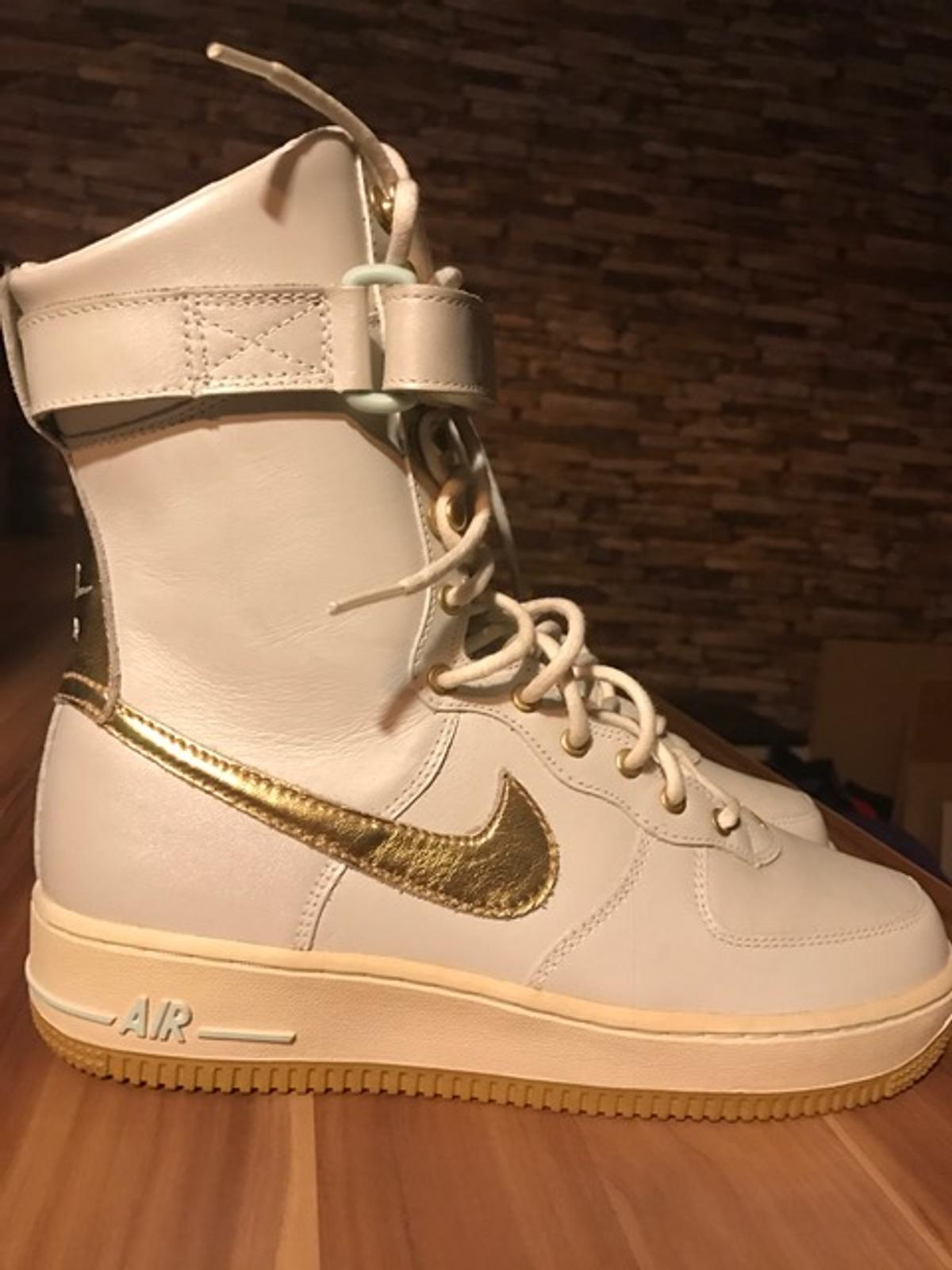 NIKE STIEFEL Whiete Gold Perlmutt in Berlin for €80.00 for