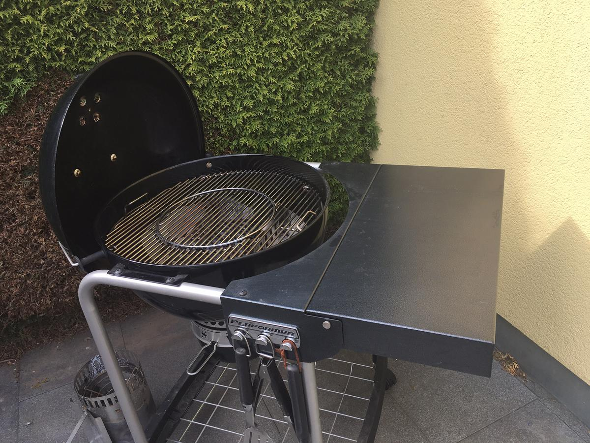 Weber Holzkohlegrill Performer Deluxe Gbs 57 Cm Black : Weber performer gbs cm black in schwaz für u ac kaufen