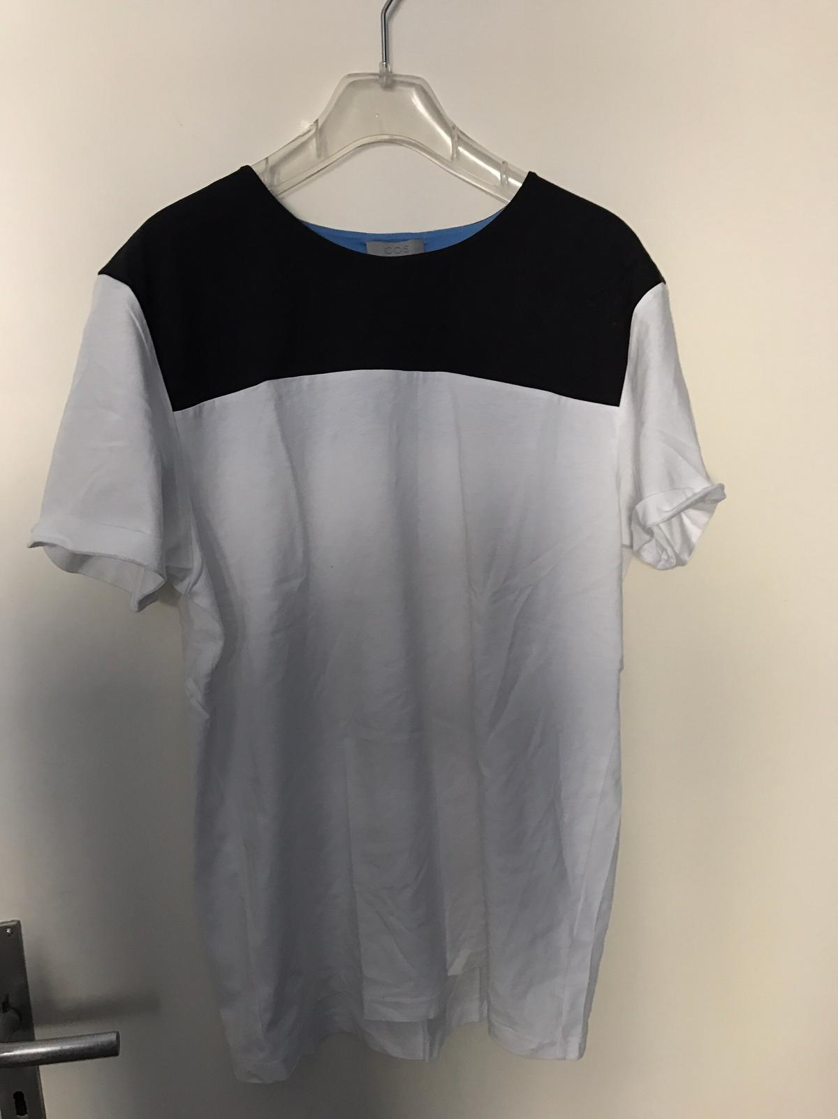 Cos T Shirt Gr L Schwarz Weiss In 80798 München For 10 00 For Sale Shpock