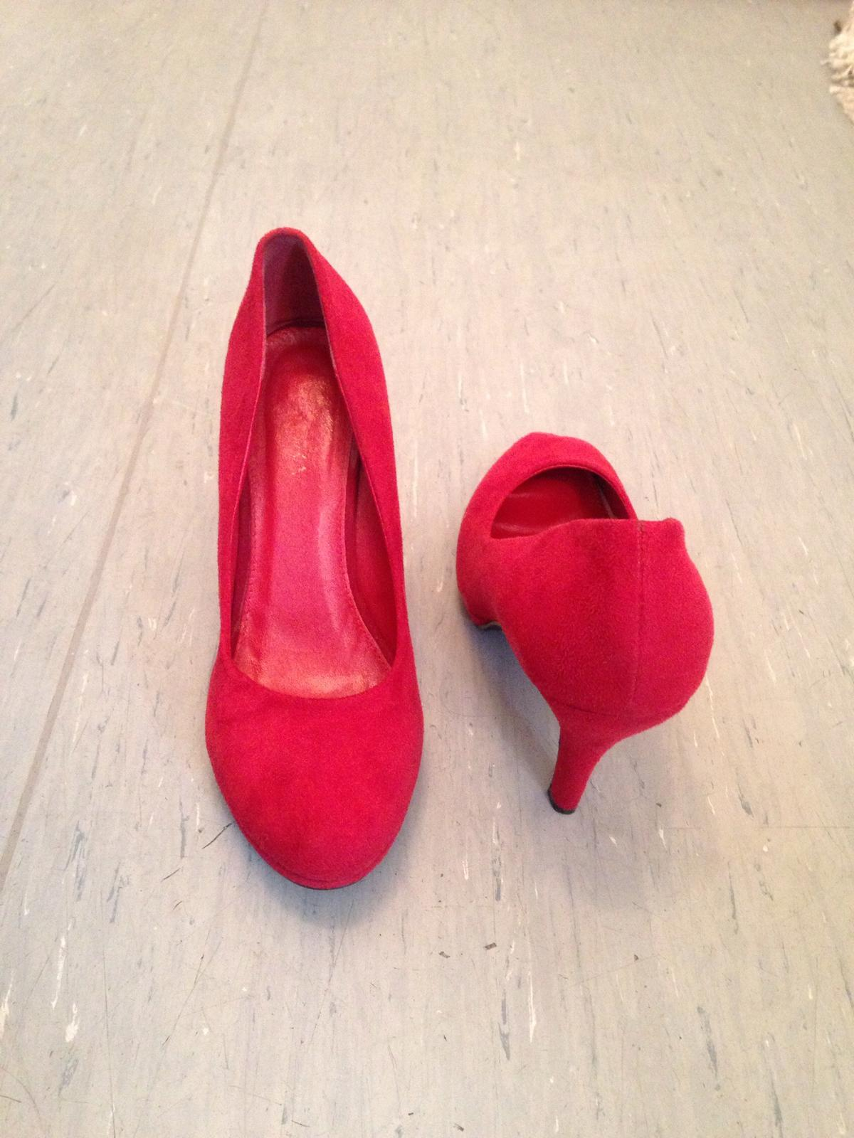 Rote High Heels, 39 in 34127 Kassel for €10.00 for sale Shpock