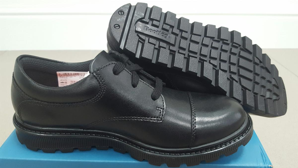 67f8f493e Boys School Shoes. Clarks 3.5   3 in Luton for £28.50 for sale - Shpock