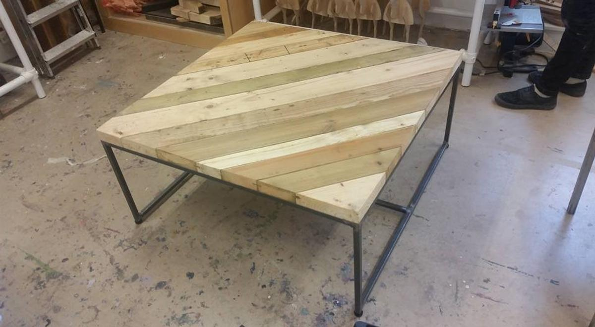 - Coffee Table: Reclaimed Timber & Steel. In CF5 Cardiff Für £ 250