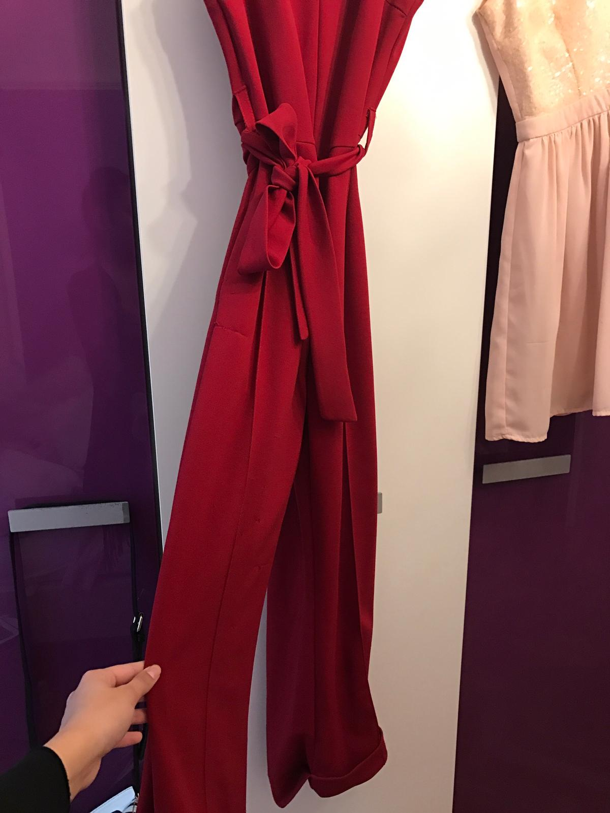 finest selection 8cb5b 33e9c Roter Overall in 1030 Wien für € 20,00 kaufen - Shpock