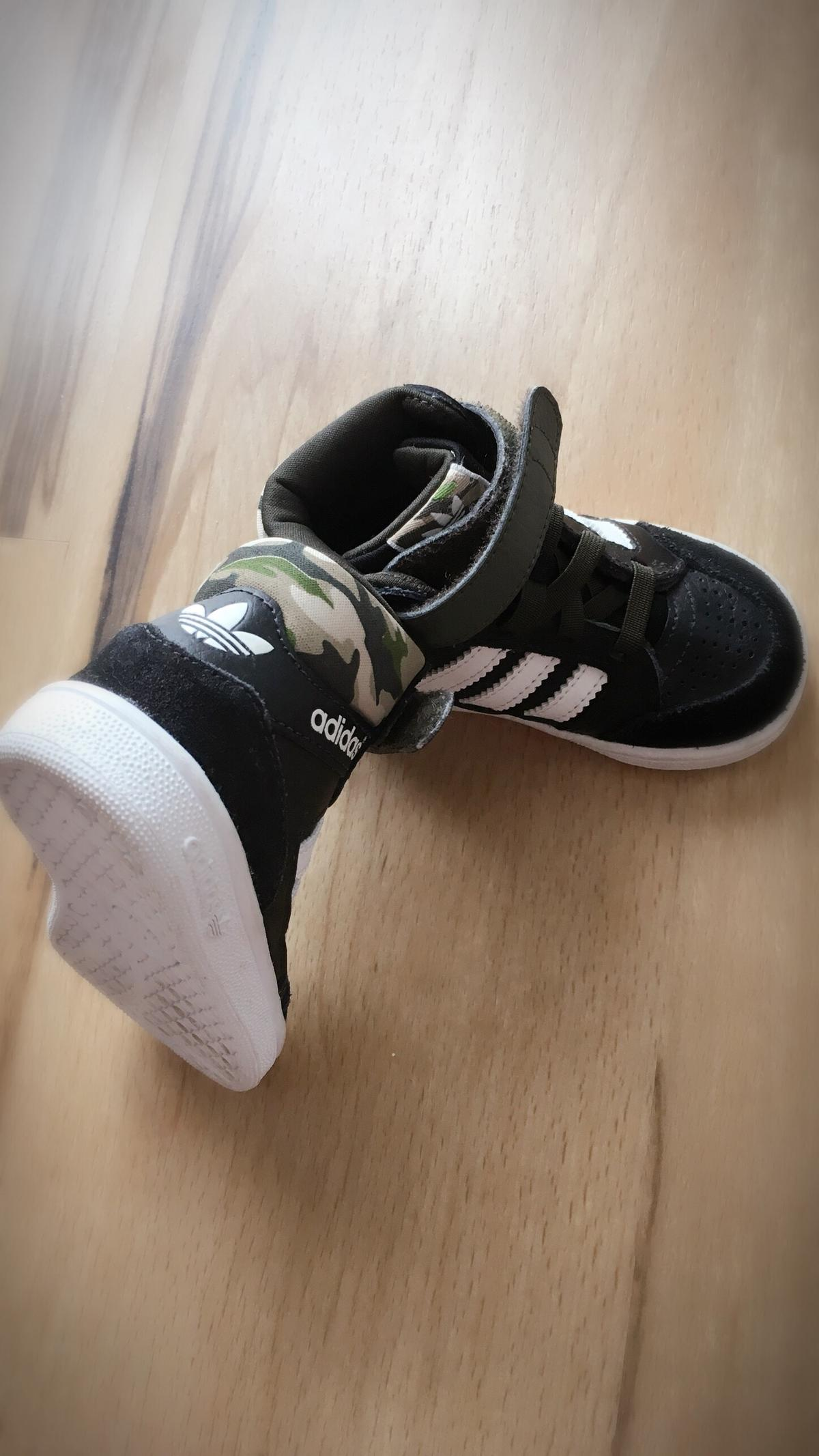 Coole Adidas Camouflage Schuhe