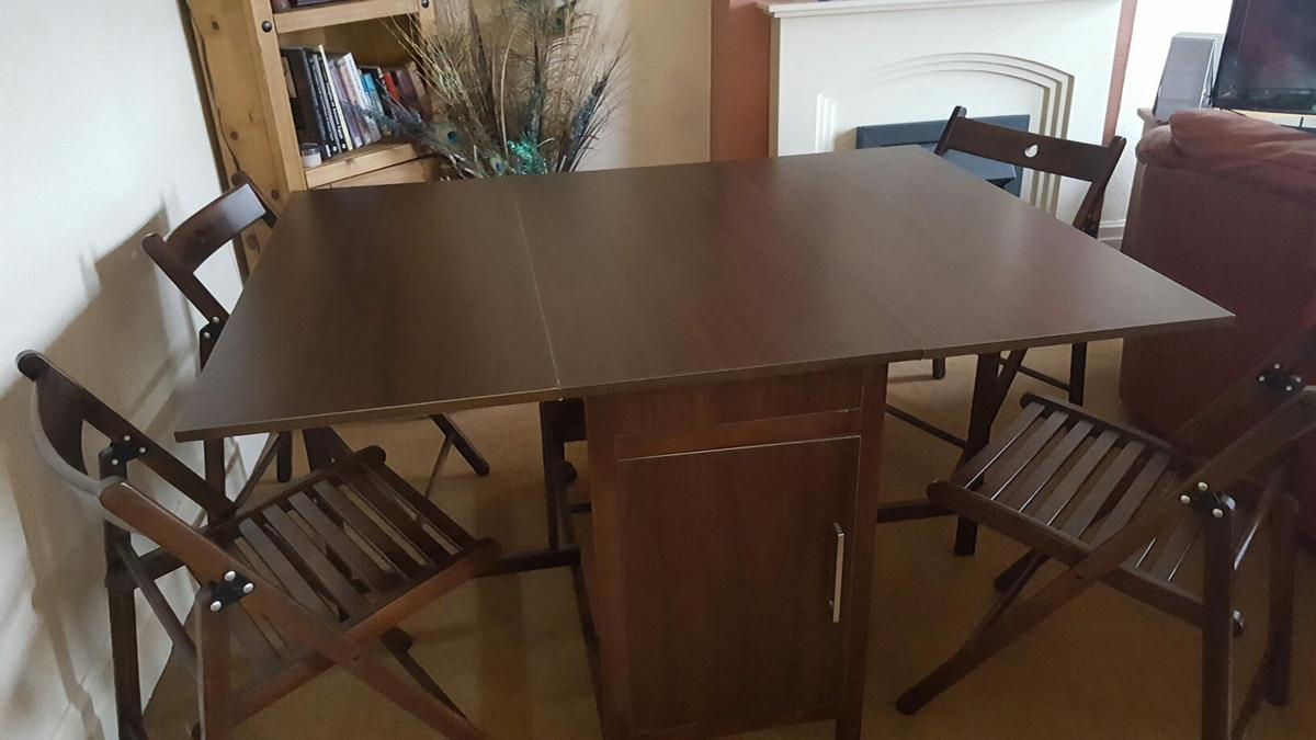 - Foldaway Dining Table And Four Chairs In B66 Smethwick Für 60,00