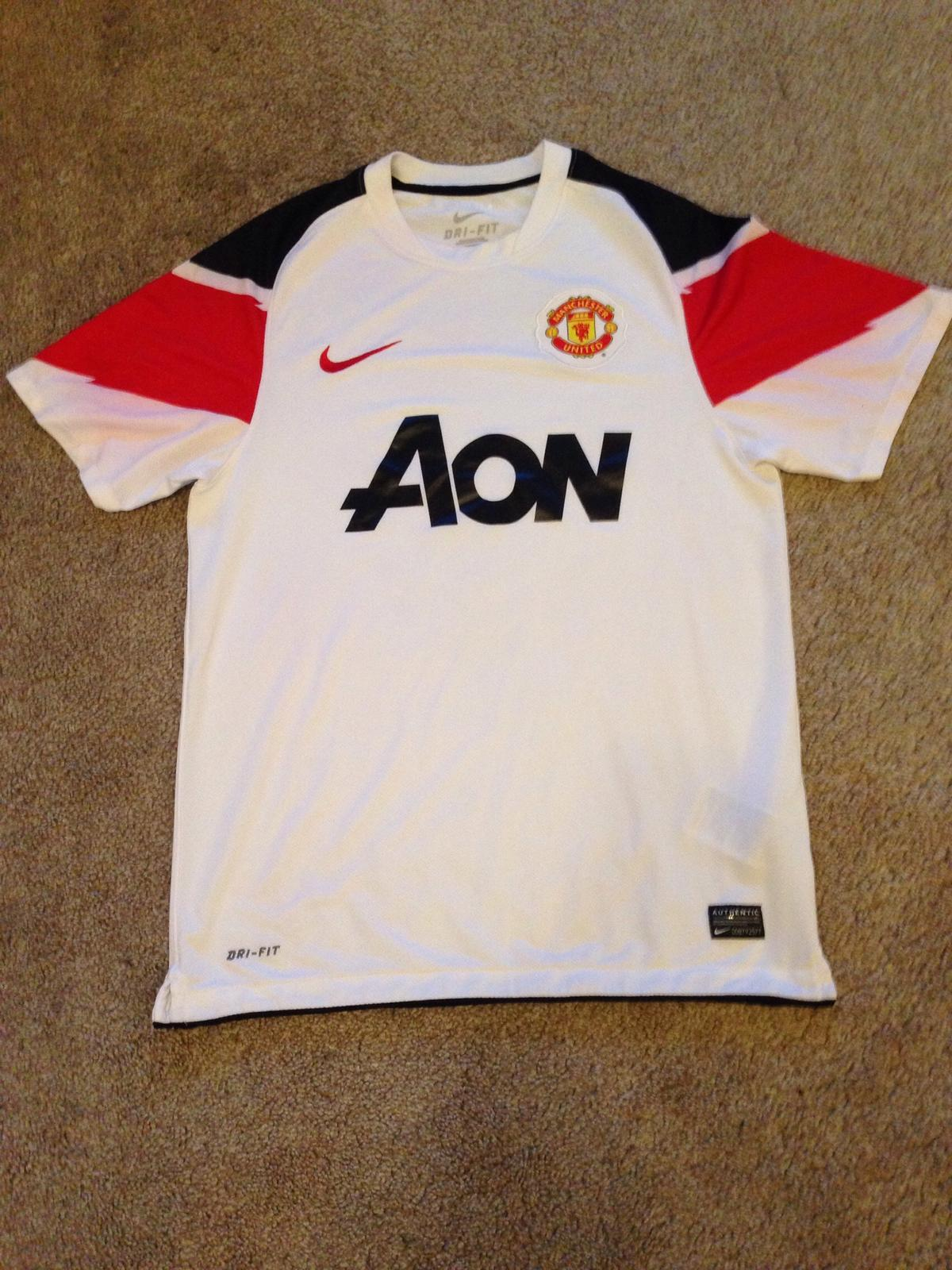 new style e64a4 62def Manchester United Football Shirt Kit Nike
