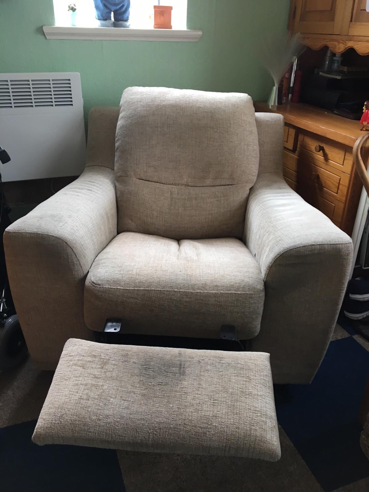 Picture of: Fabric Recliner Chair In B63 Halesowen For 10 00 For Sale Shpock