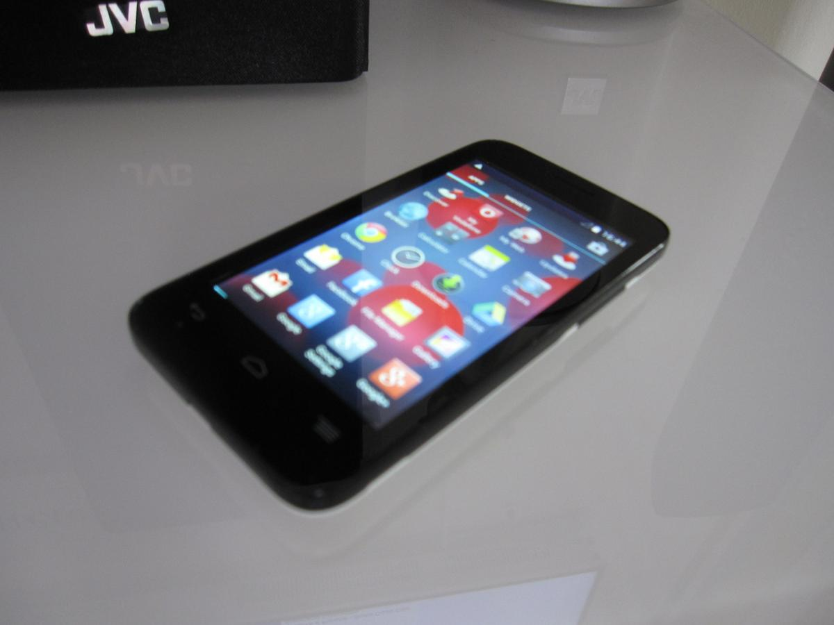 VODAFONE VF695 4GB SMART FIRST 6 MOBILE PHON in KT8