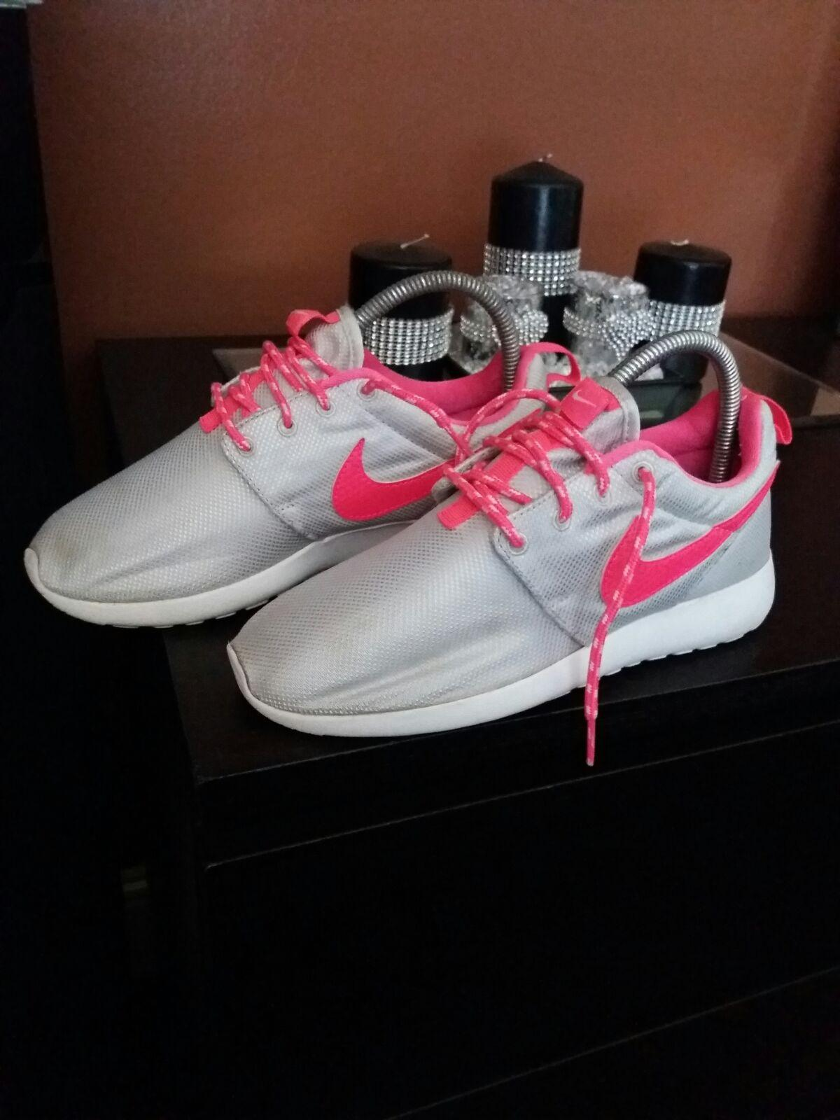 aea48744af5d Nike roshe trainer pink silver in W14 London for £8.00 for sale - Shpock