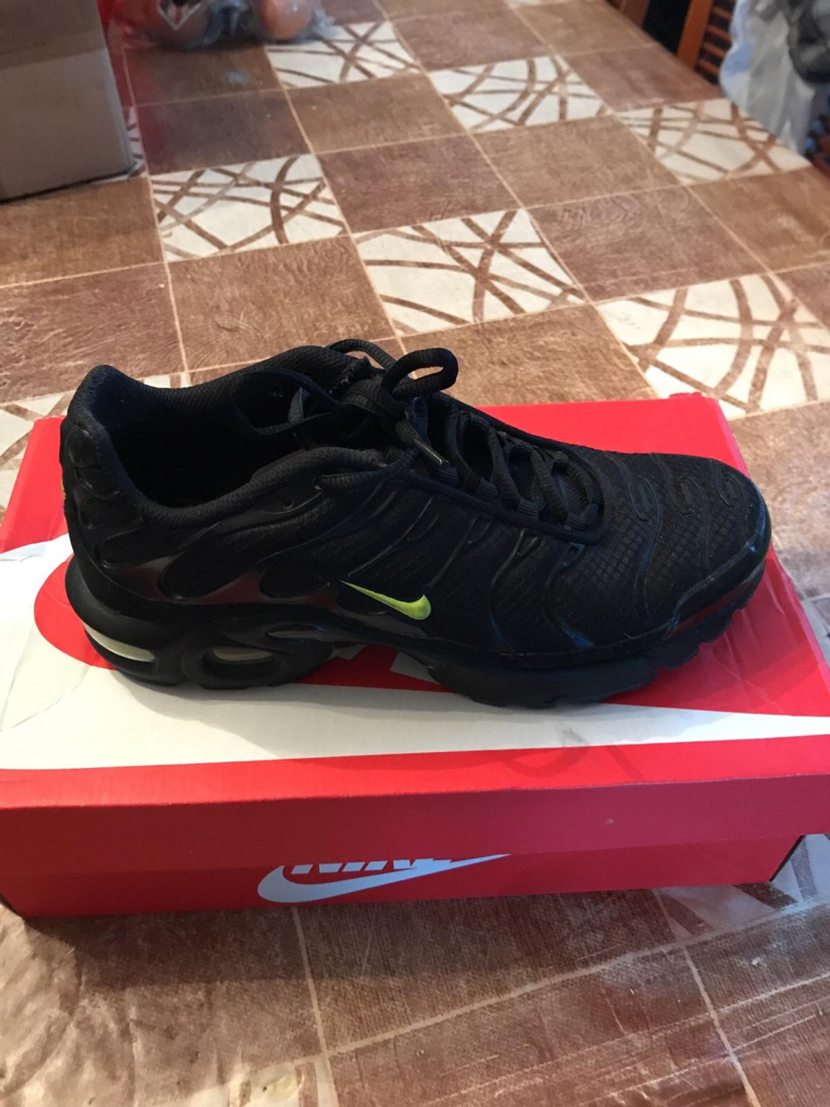 wholesale dealer 89f99 11482 Nike black and green TNs