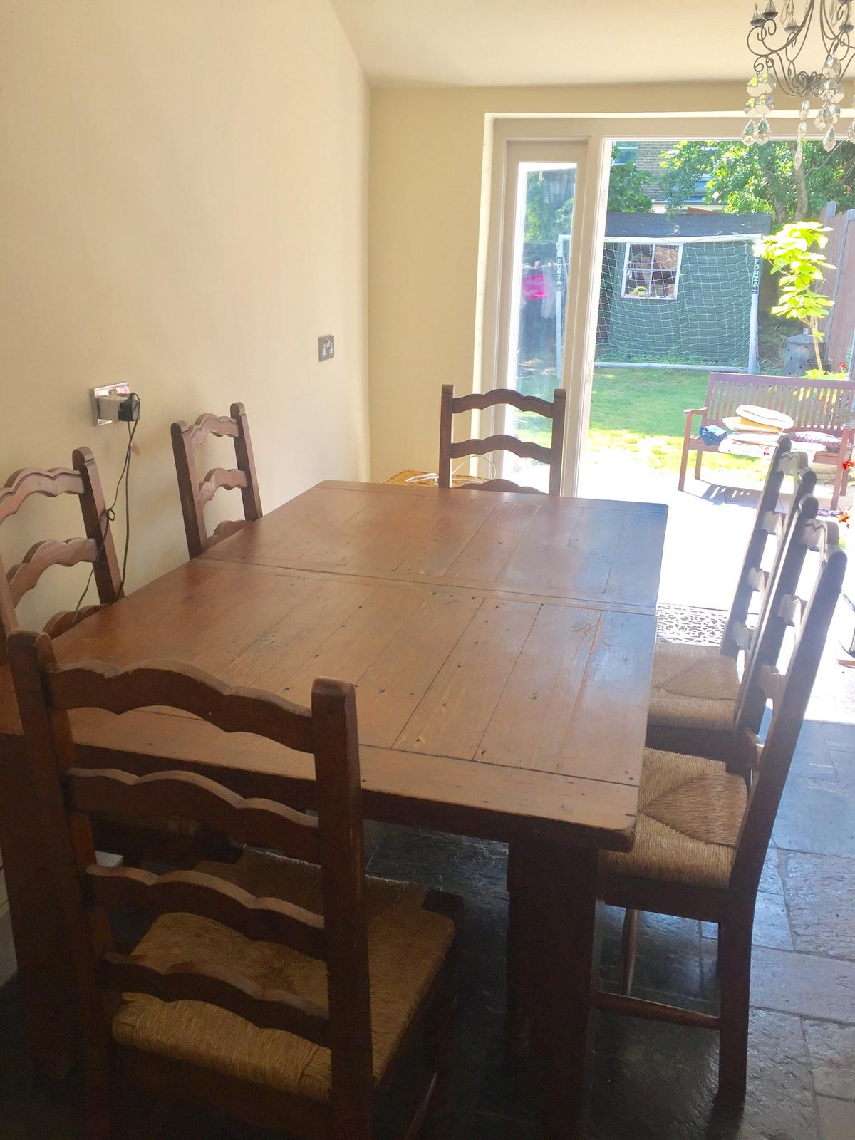 Dining Table And Six Chairs In N2 London Fur 150 00 Zum Verkauf Shpock De