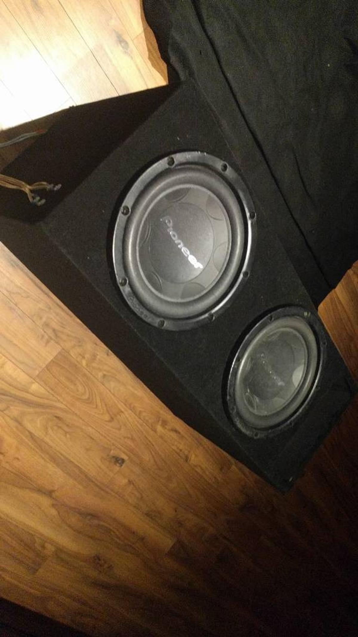 Twin pioneer 2800w subs in slot port box in LE4 Leicester for
