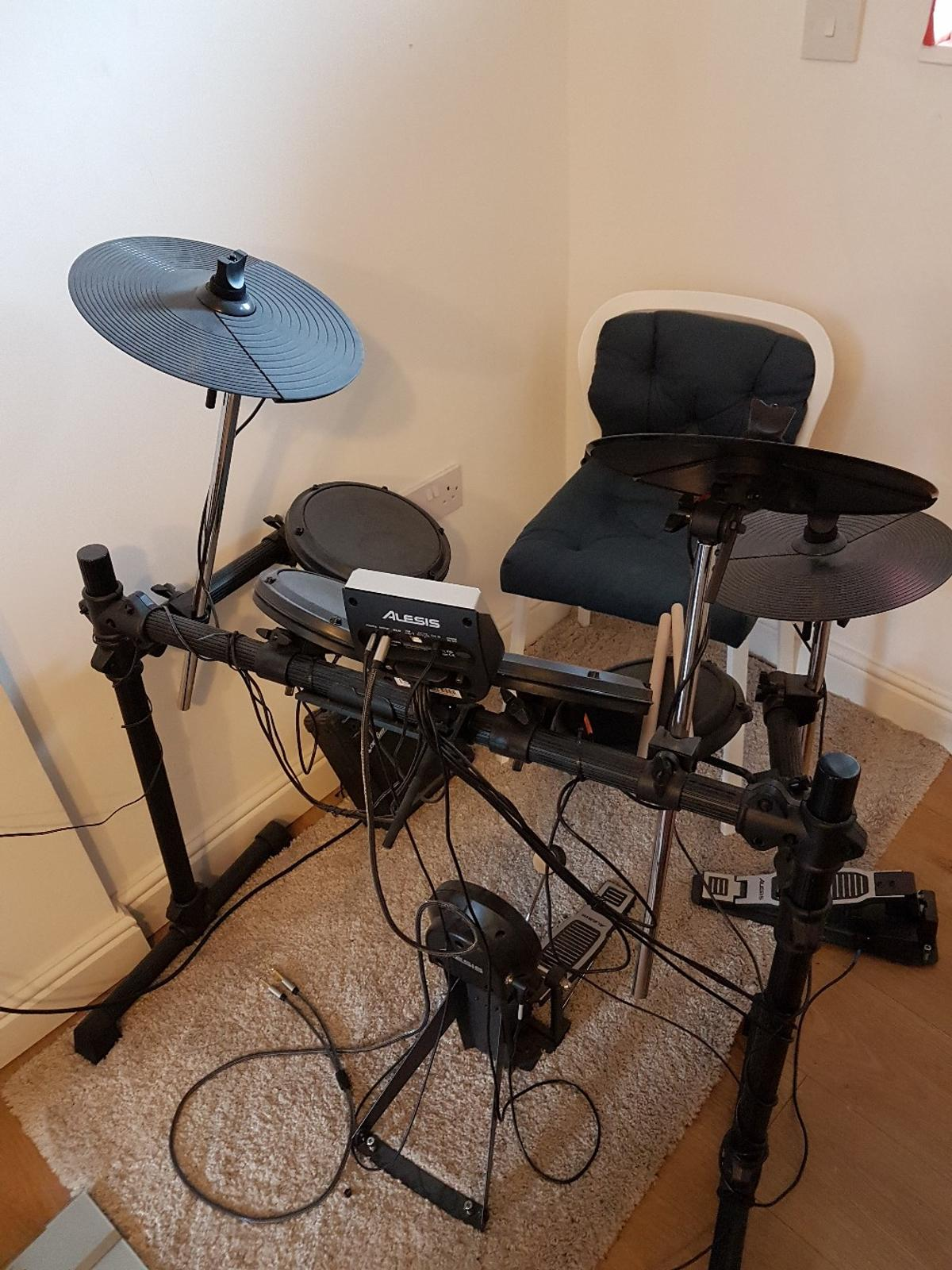 Electronic Drum Kit - Alesis DM6 USB Kit in NW1 London for £100 00
