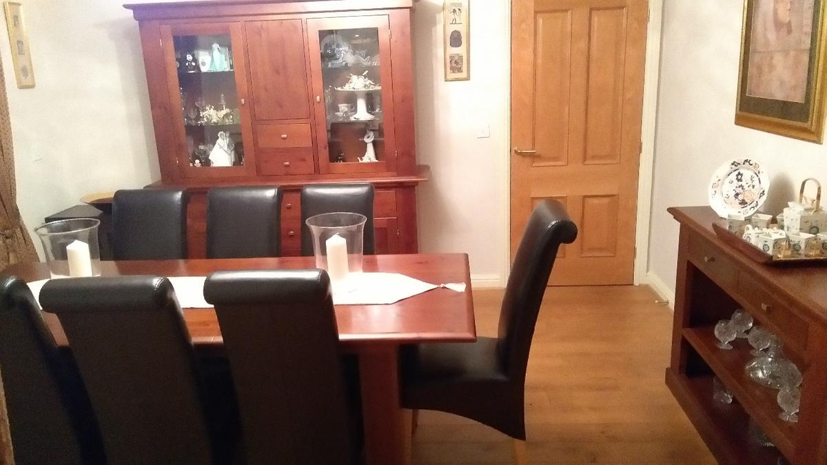 Beschreibung Faux Leather Dining Chairs
