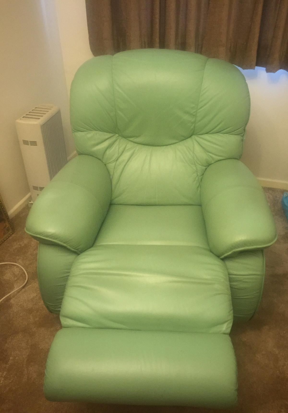 Picture of: Lazy Boy Green Recliner Swivel Leather Chair In Le65 Zouch For 10 00 For Sale Shpock