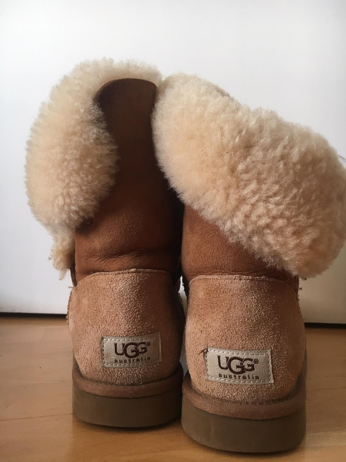 UGG BAILEY BUTTON (GR.40) in 50354 Hürth for €160.00 for