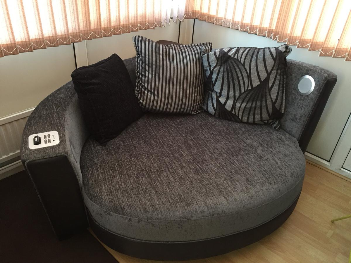Dfs Cuddle Chair With Speakers In Bn13
