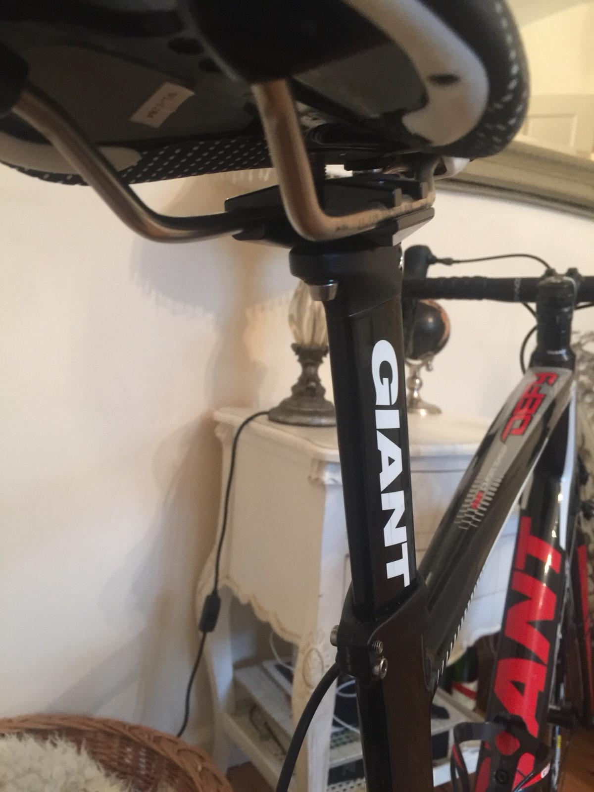 New lower price mint carbon fiber giant bike in SW13 Thames