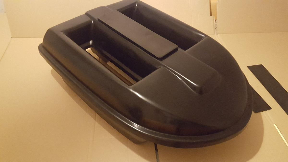Large bait boat twin hopper shell / hull in WN8 Skelmersdale for