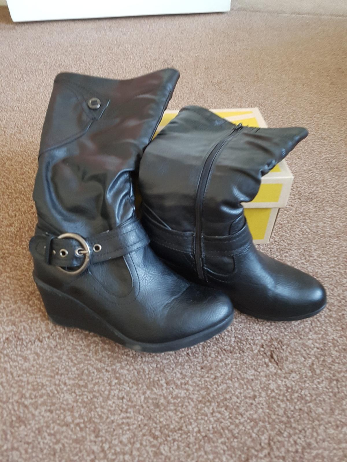 c6d05704e337 Girls Boots size 3-4 in London Borough of Havering for £5.00 for ...