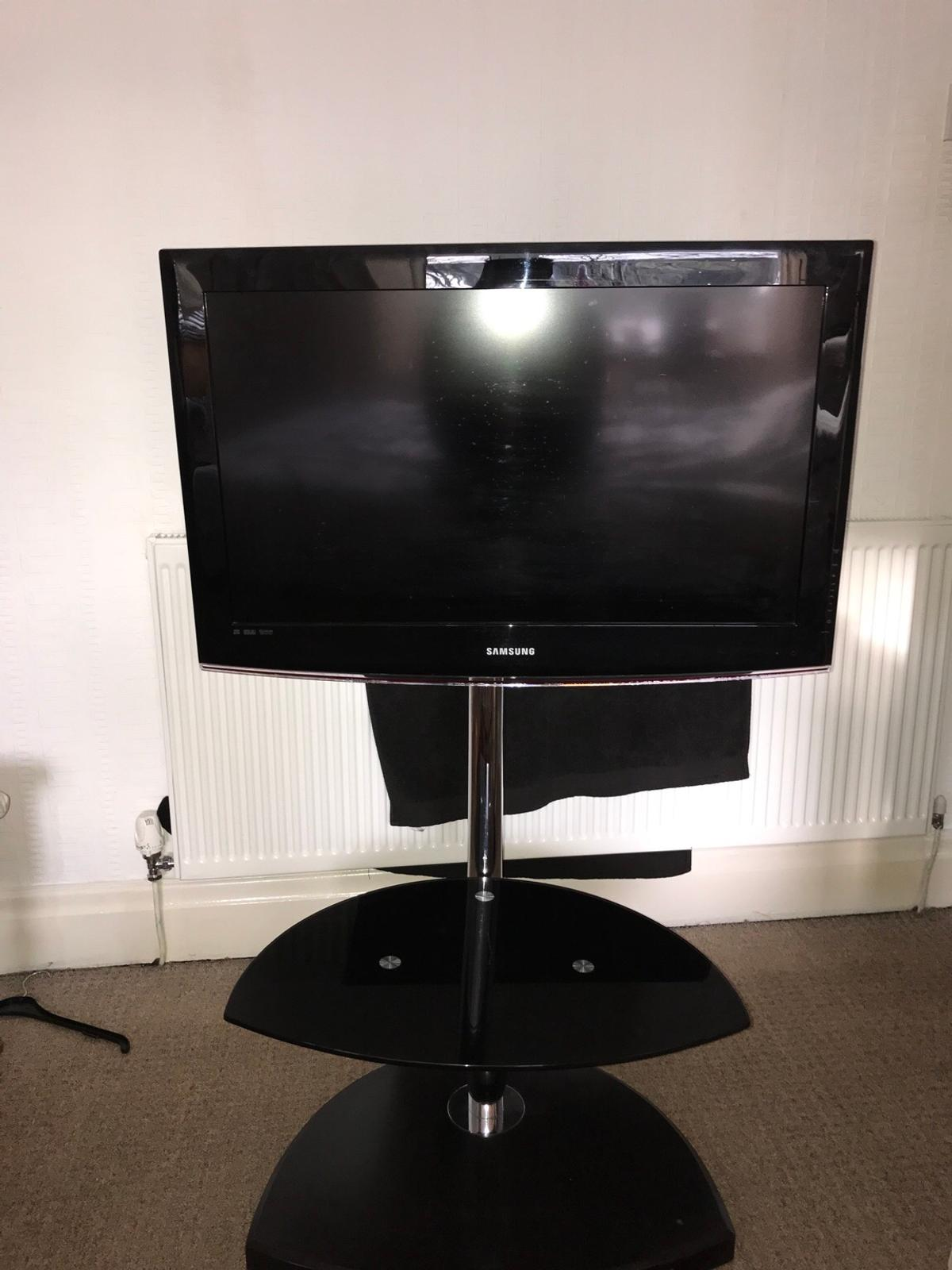 Freestanding Tv Stand With Glass Shelf In Pr5 Preston For 50 00 For Sale Shpock