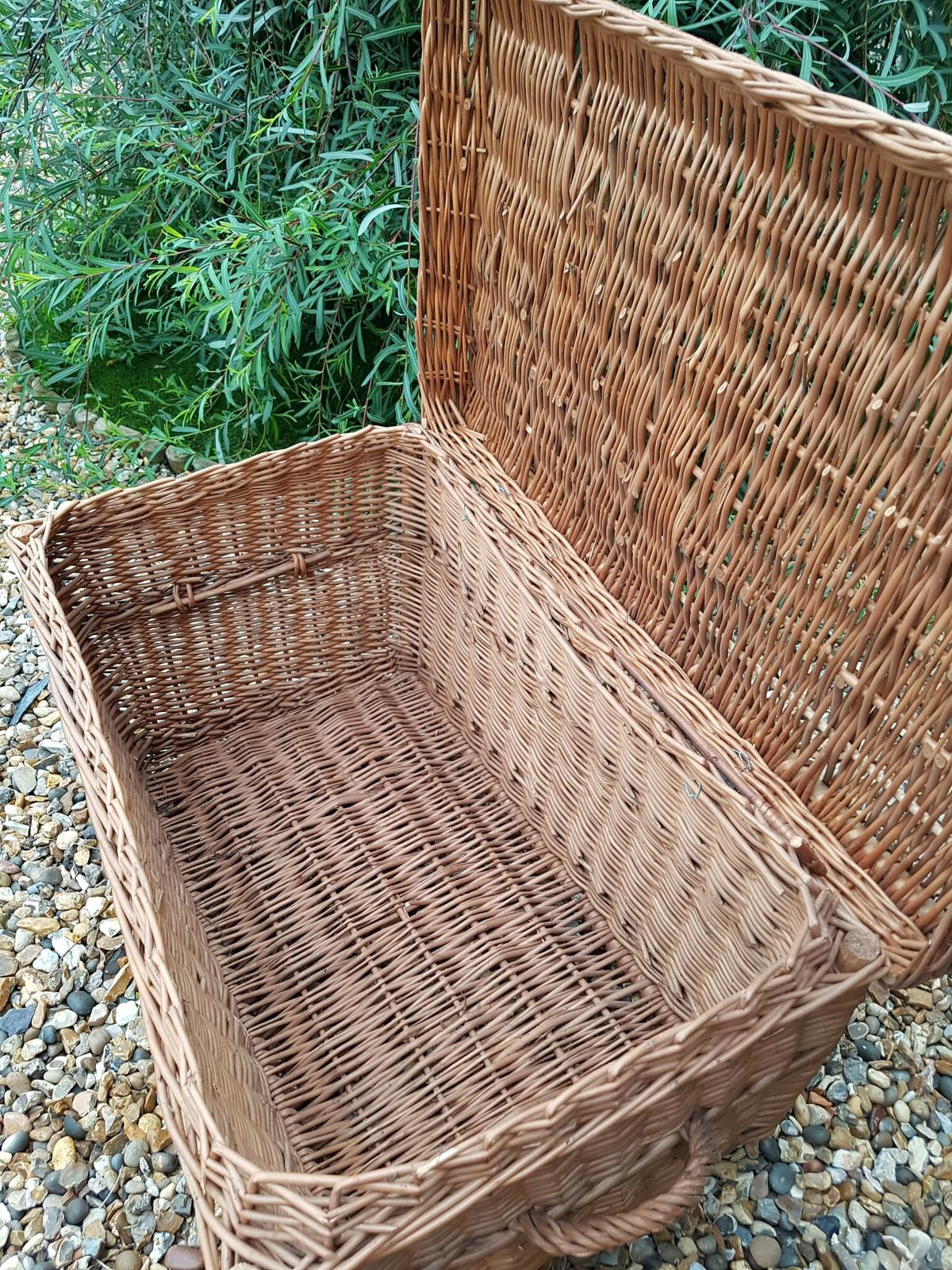 Large Wicker Blanket Box In Se12 London Borough Of Bromley For 25 00 For Sale Shpock