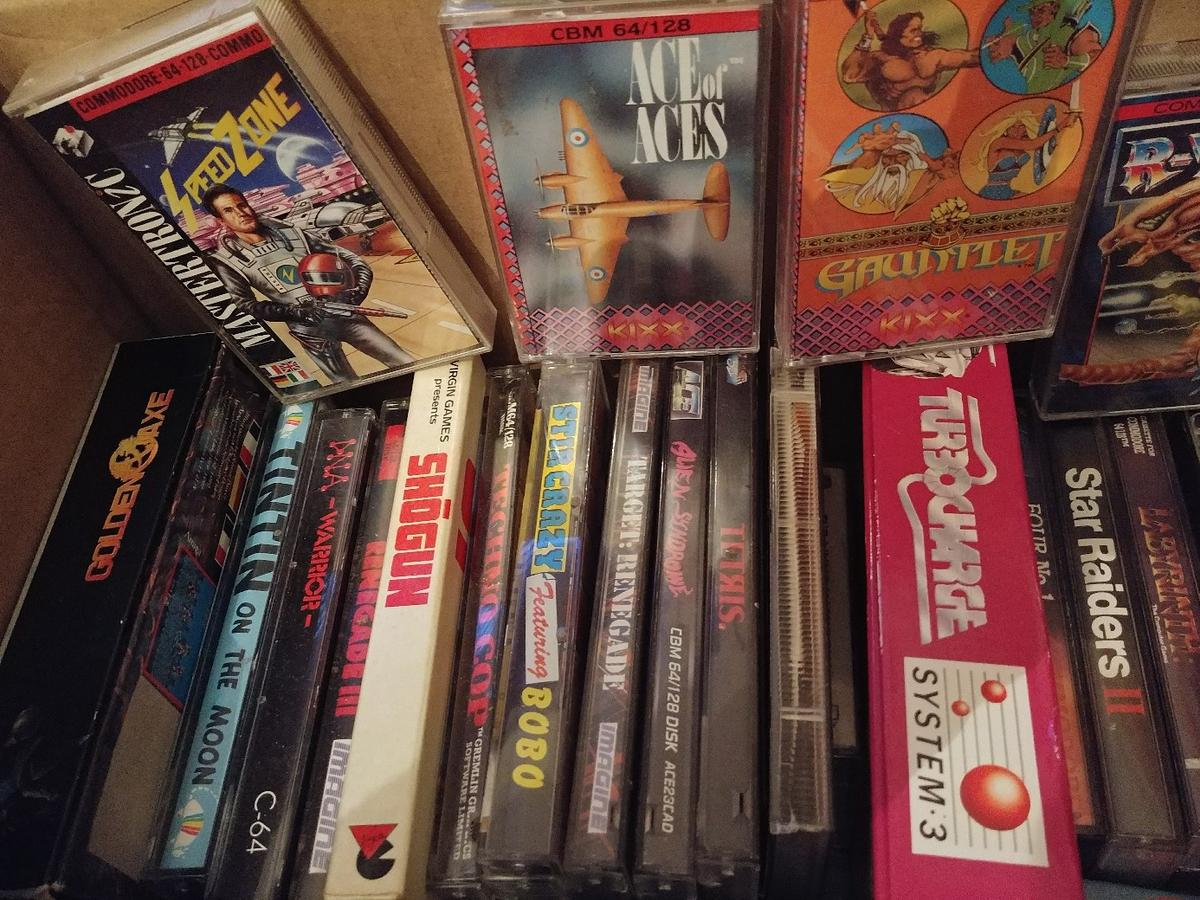 Commodore 64 original over 100 games collect in SS1-Sea for