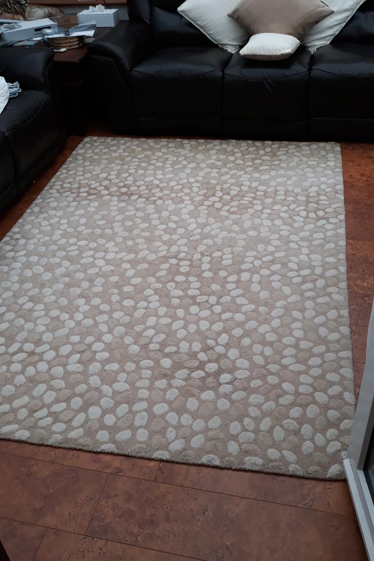 Very Large Cream Pebble Pattern Wool Rug