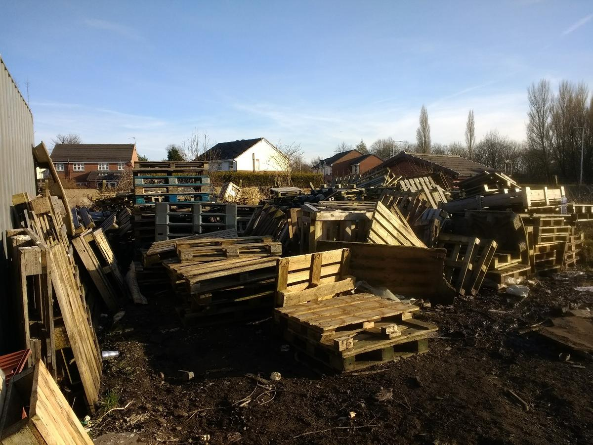 Free wooden pallets in Wigan for free for sale | Shpock