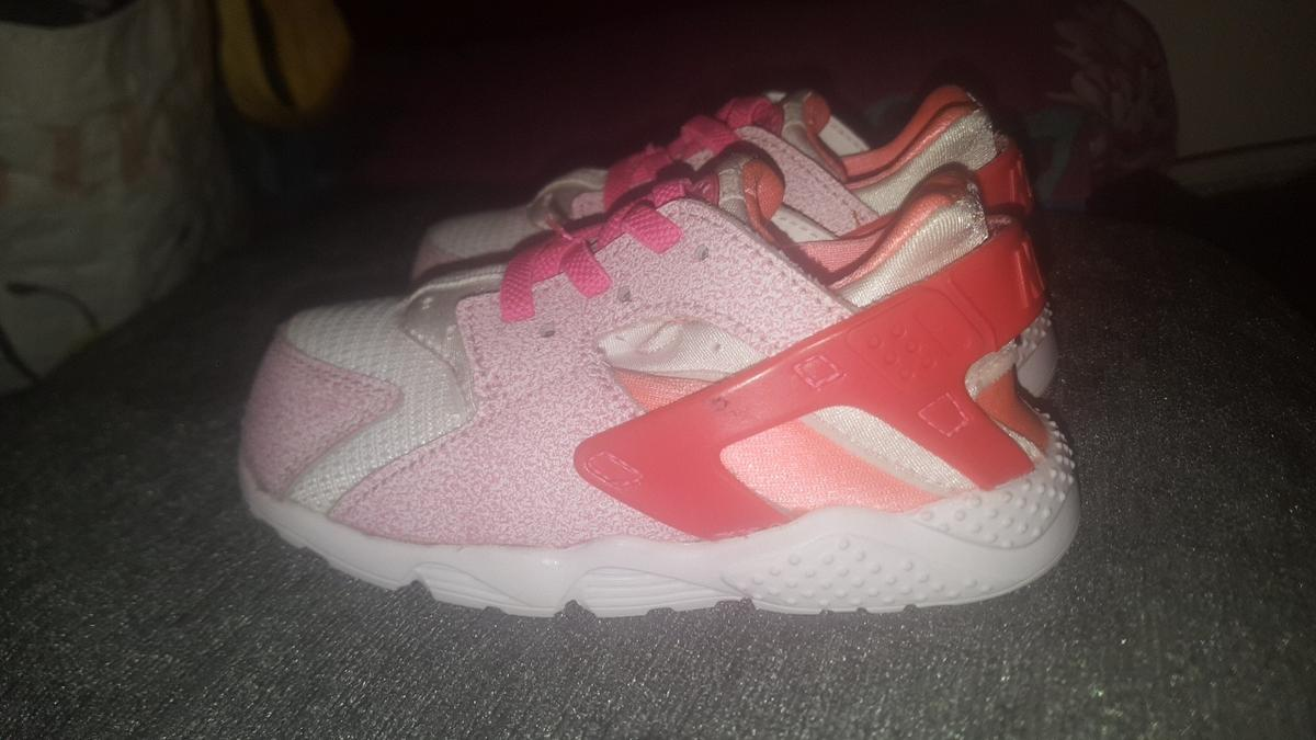 low priced aa9c2 7ec1d Girls Nike Huaraches pink colours