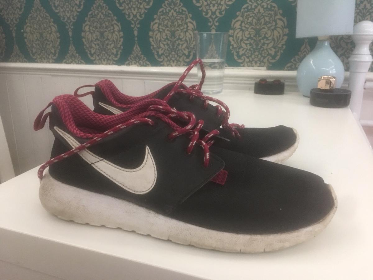 online store 626f0 79fef Nike roshes size 4