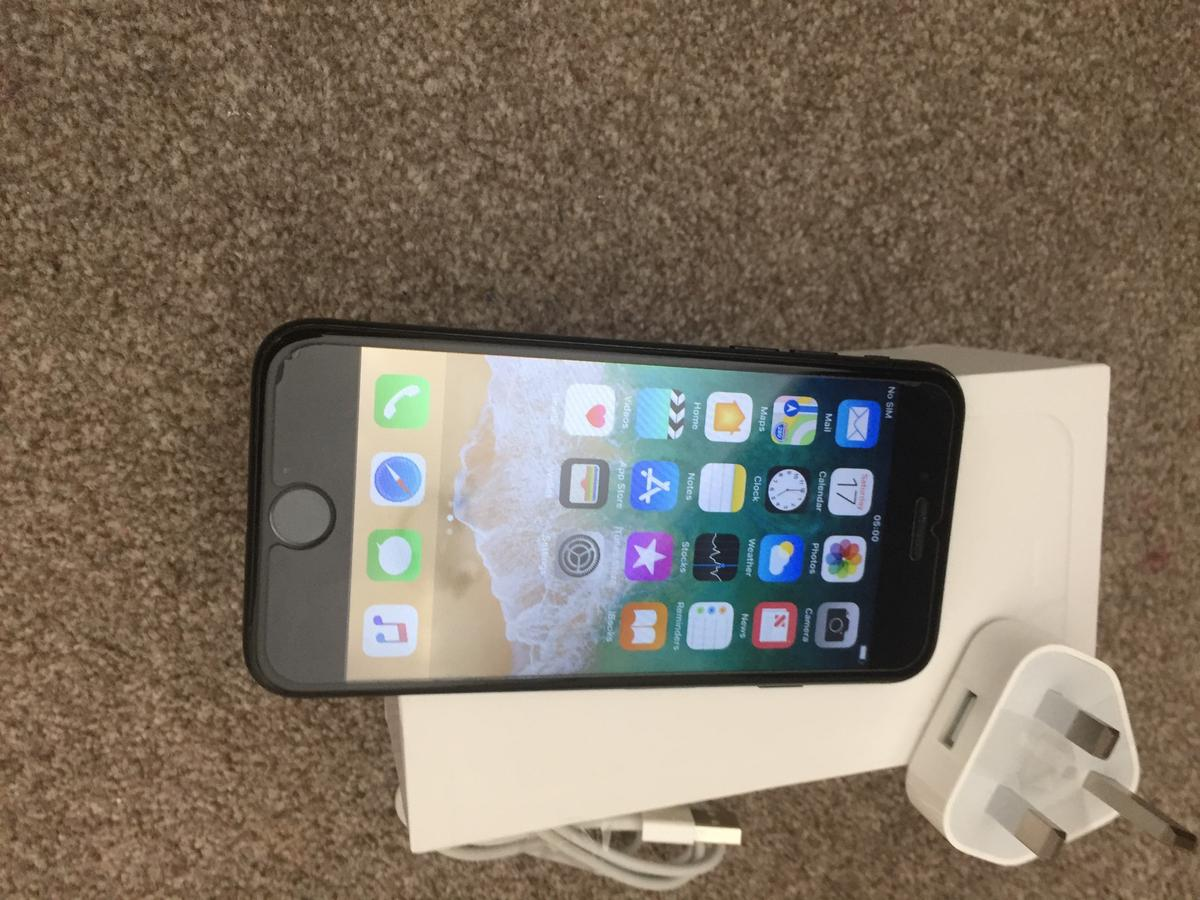 iPhone 7 128GB Black box charger Apple plug