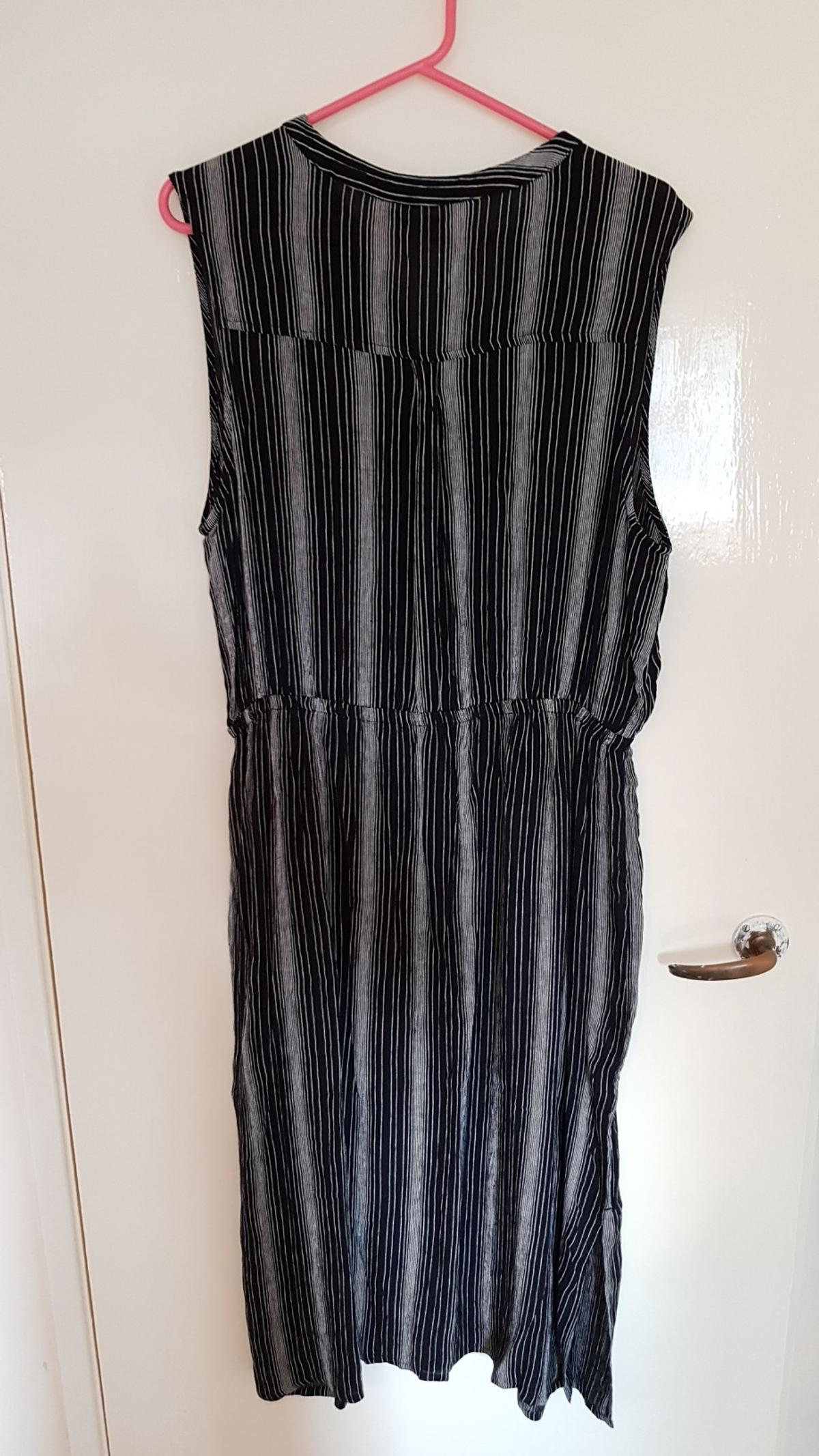 b8bc2346b7 Size 18 dress new ! in GU46 Crowthorne for £6.50 for sale - Shpock