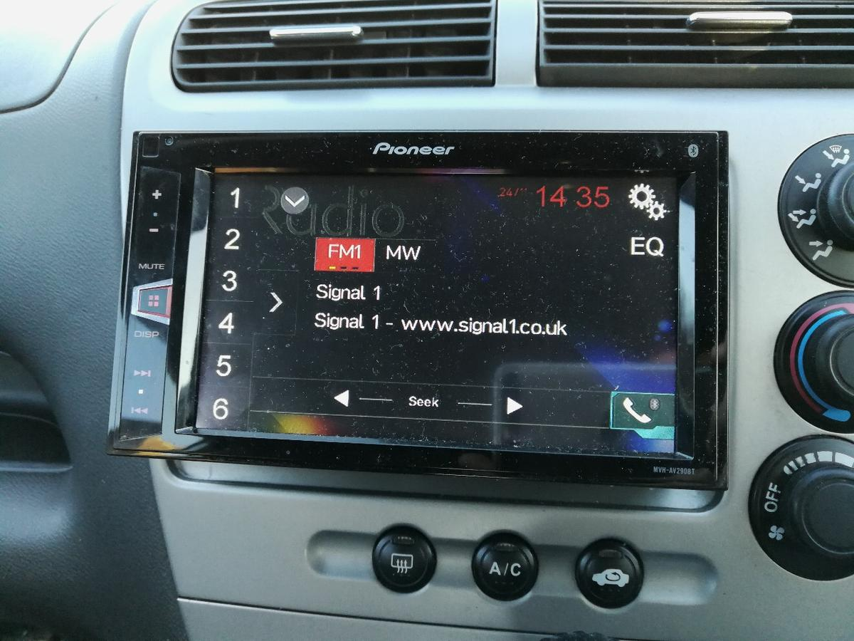 Pioneer touch screen car audio system in Stoke-on-Trent für ... on