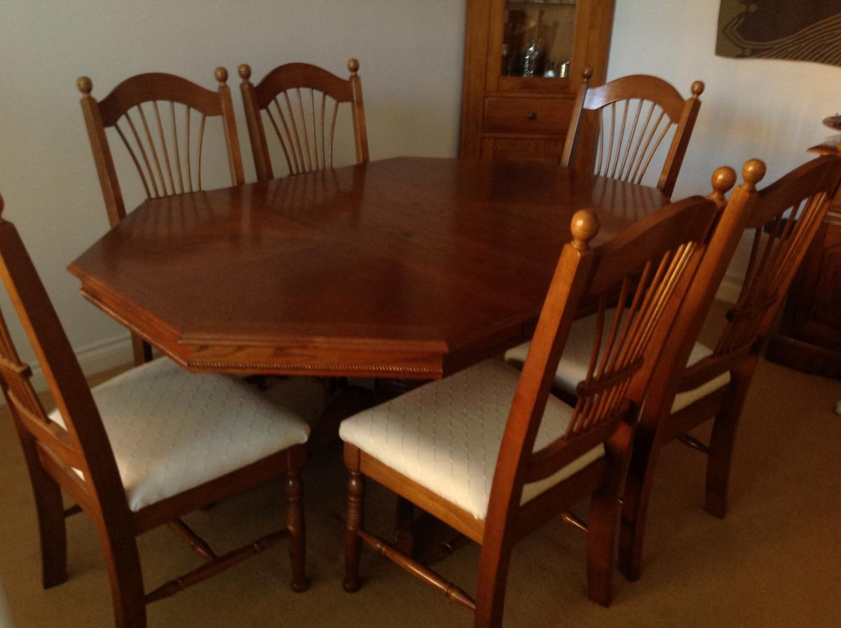 Extendable Dining Table And Six Chairs In Ba14 Hilperton Fur 300 00 Zum Verkauf Shpock At
