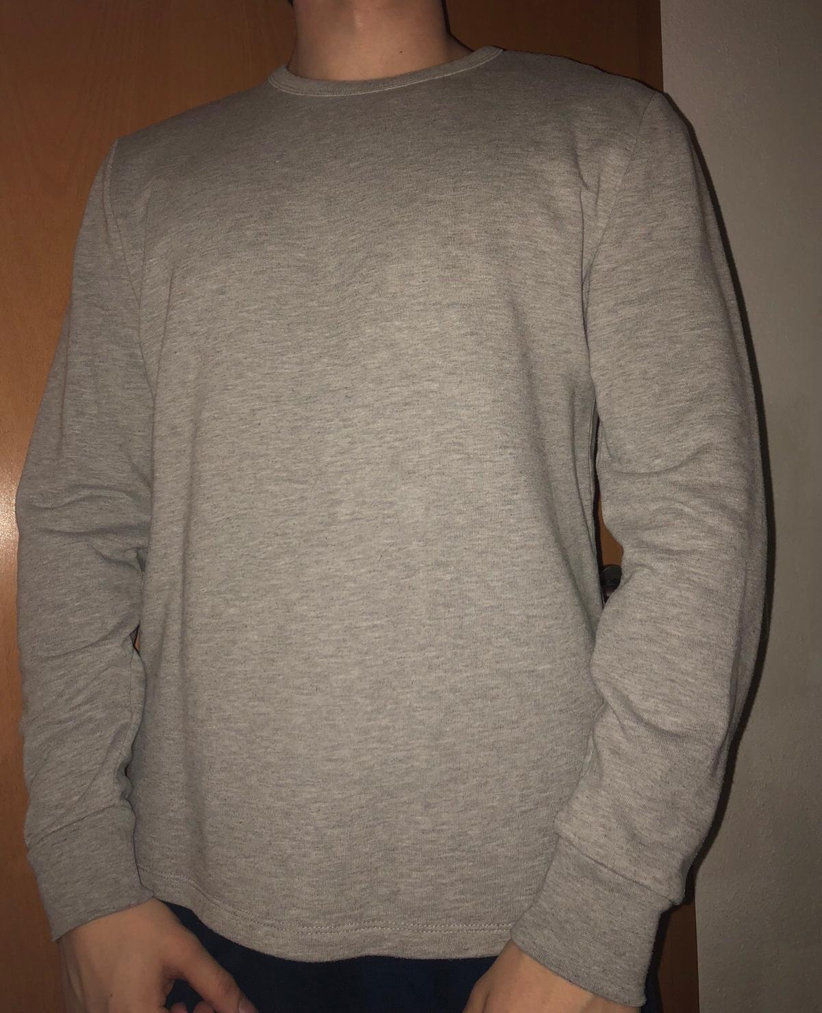 detailed look f1a19 15eb8 Grauer Pullover