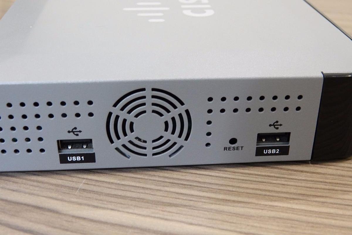 Cisco UC 320W Small Business Router PBX WiFi in Wokingham